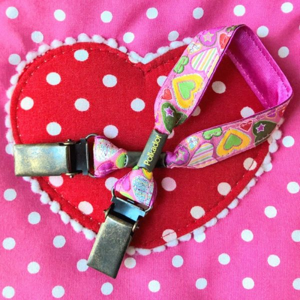 attache-doudou-serviette-coeur-rose-2