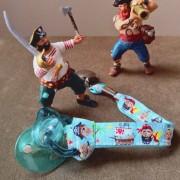 attache tétine pirates
