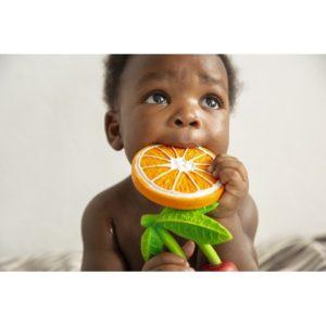 orange en caoutchouc oli and carol